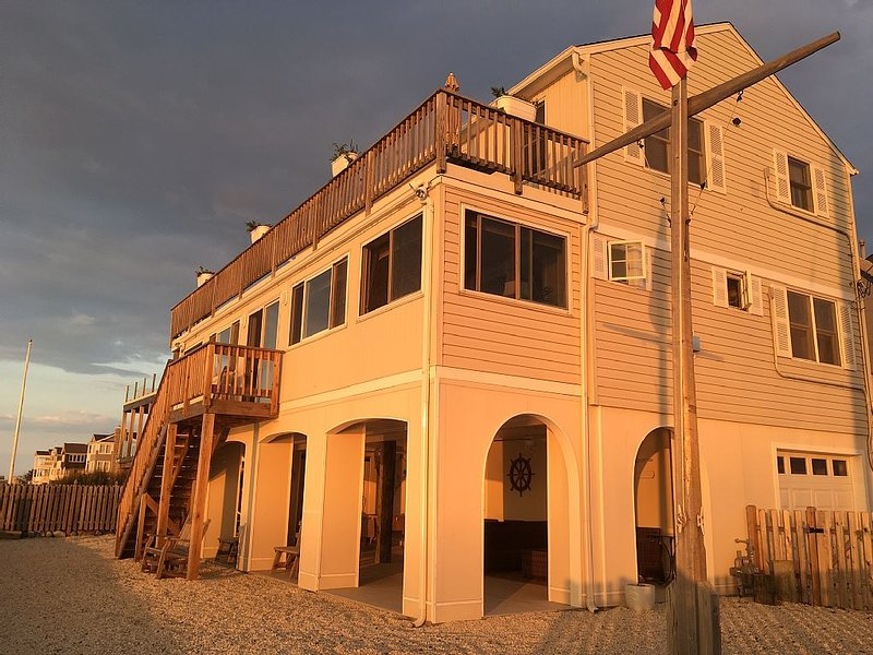 ENJOY AMAZING SUNSET VIEWS FROM THIS BAYFRONT RENTAL, location de vacances à Long Beach Island