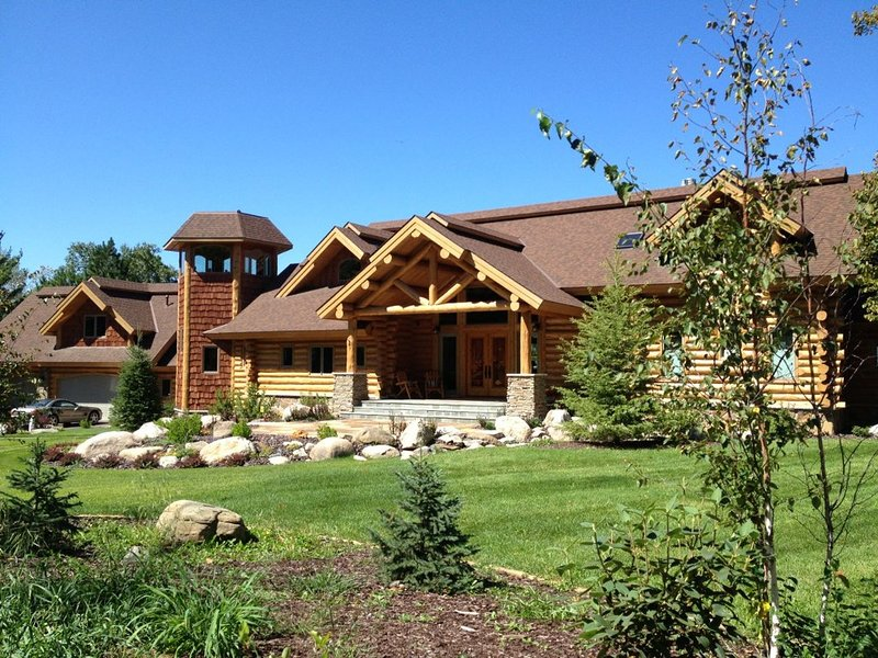 Private, Exclusive Lodge on Woman Lake with Beautiful Views, holiday rental in Longville