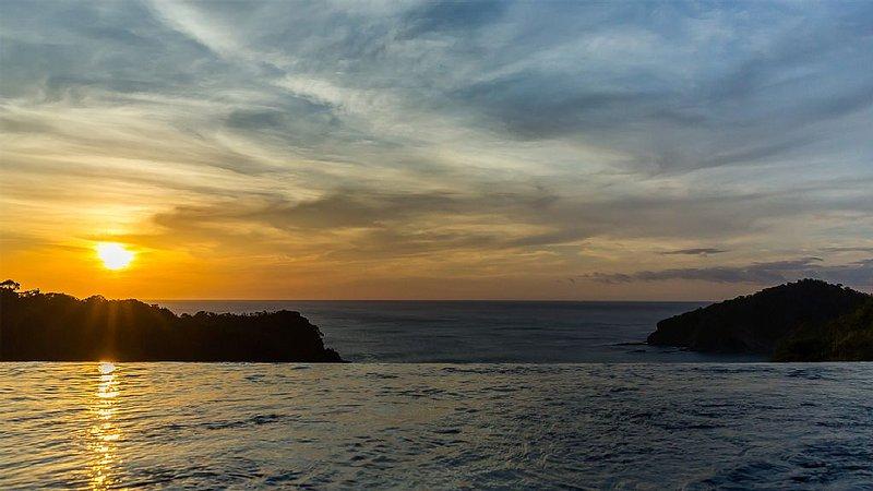 Overlooking Nacascolo Bay in Pacific Marlin, holiday rental in Playa Maderas
