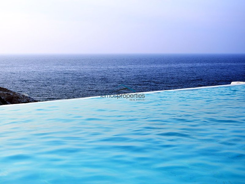 Two villas with swimming pools ideal for families or a large group of friends. – semesterbostad i Otzias