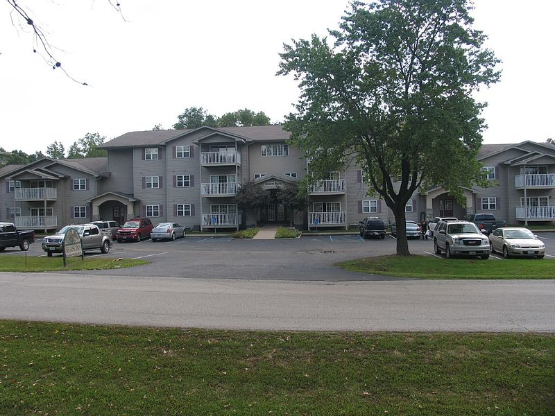 BEAUTIFULLY DECORATED 3BED/2BATH CONDO ON REND LAKE GOLF COURSE, holiday rental in Sesser