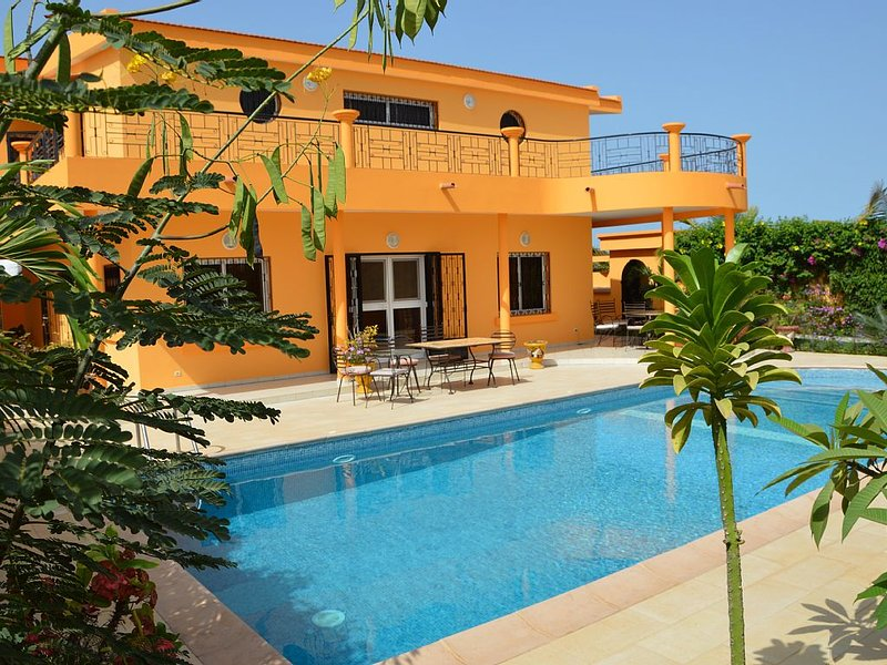 In Saly on the small coast house of 450 m2, with 5 bedrooms and pool, vacation rental in Thies Region