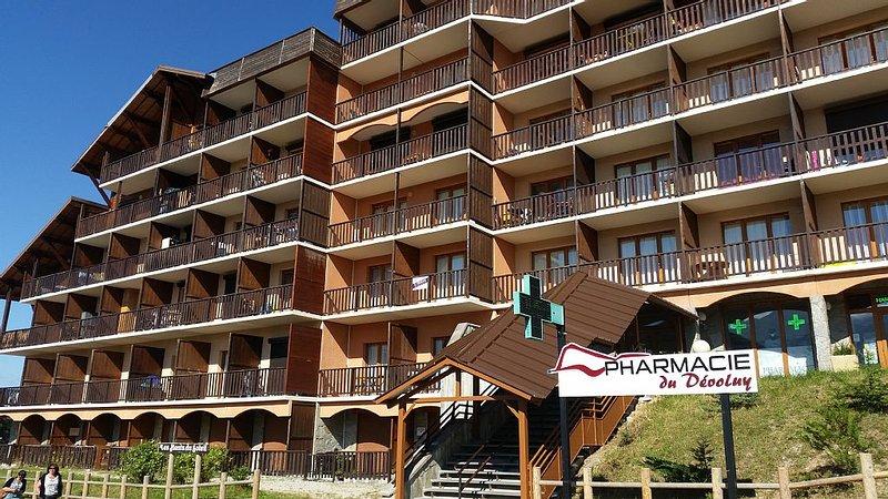 Au cœur du village La Joue du Loup  et à 100 m des pistes et des écoles de ski., alquiler de vacaciones en Le Devoluy