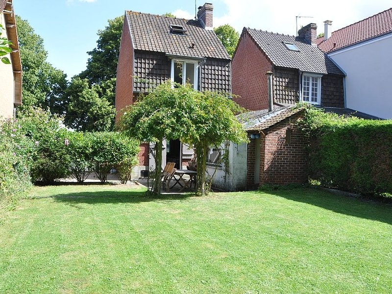 Charming cottage overlooking the bay and garden, holiday rental in Abbeville