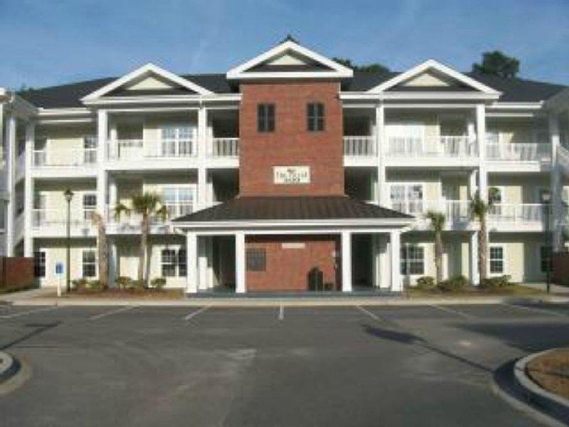 The Best of Both Worlds! 3 bedroom Golf Villa Minutes from Surfside Beach., location de vacances à Garden City Beach