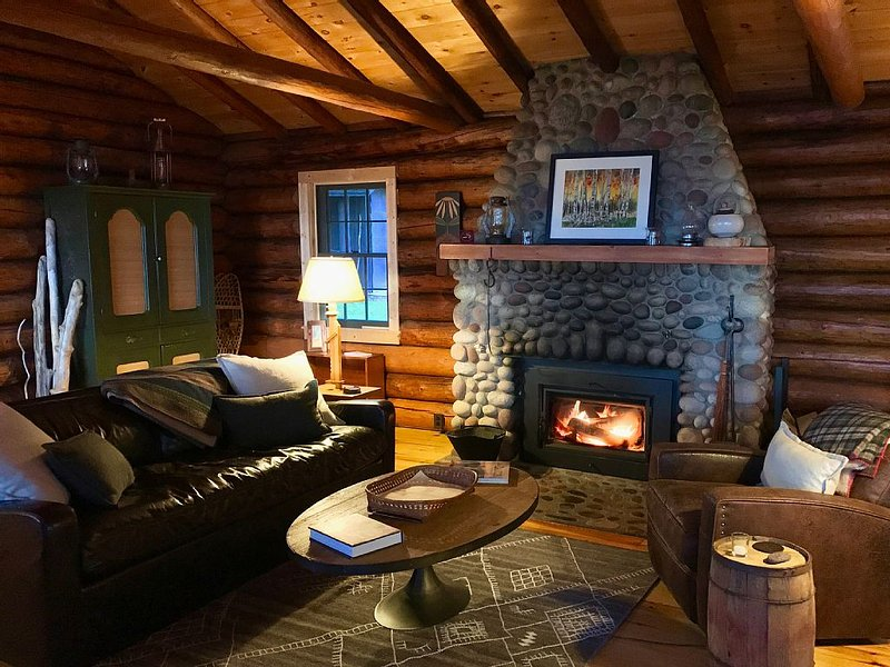 Storybook Northwoods Log Cabin on Lake Superior, between Lutsen and Grand Marais, holiday rental in Lutsen