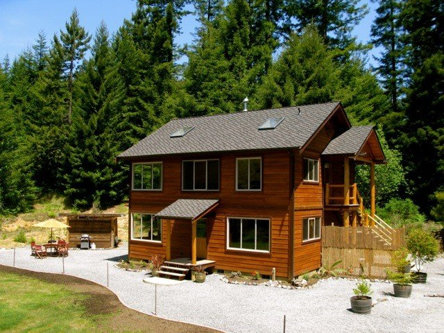 Beautiful, Warm & Welcoming-Redwoods, River, Beaches (w/ Hot tub), vacation rental in Arcata