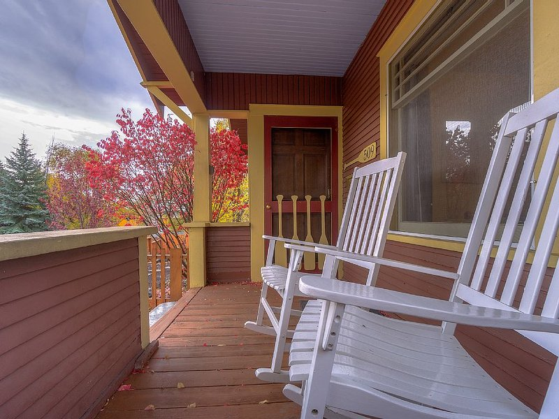 Craftsman Bungalow - Walk Everywhere! Only 2 Blocks To Downtown, location de vacances à Central Oregon