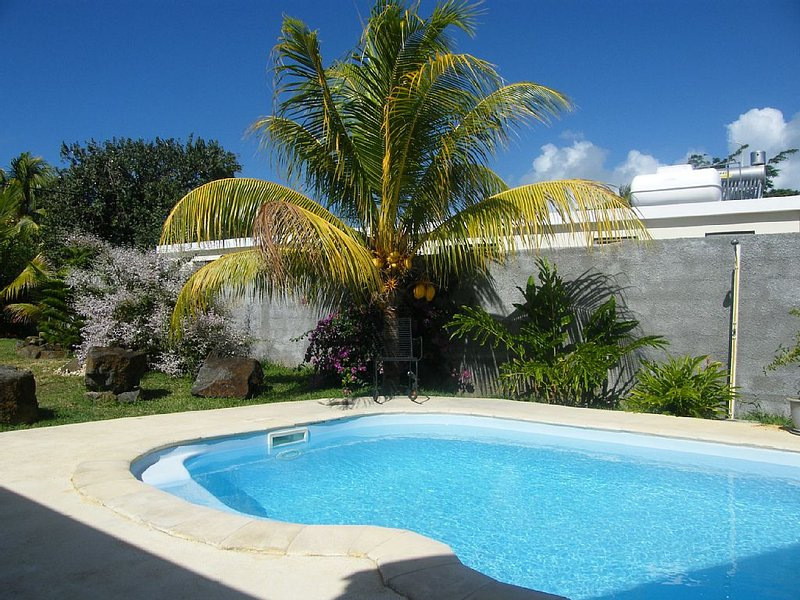 A Fabulous chambre d'hôte en-suite air con, WiFi, private pool close to beach, holiday rental in Anse La Raie