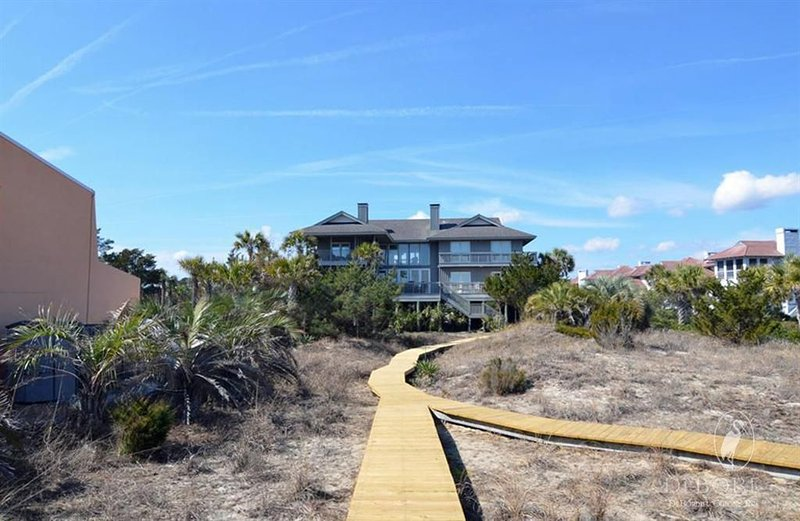 Memories Await in this Majestic Oceanfront Home with Breathtaking Views, vacation rental in Georgetown