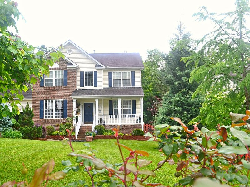 Luxuriously Furnished 4BR/2.5BA Home Near UNC/Duke – semesterbostad i Chapel Hill