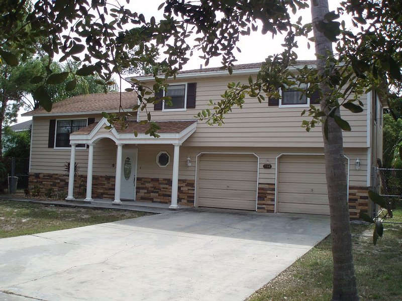 'SUNSET HOME', 0.6 MILES FROM HOWARD PARK AND BEACH - TARPON SPRINGS, FLORIDA, holiday rental in Tarpon Springs