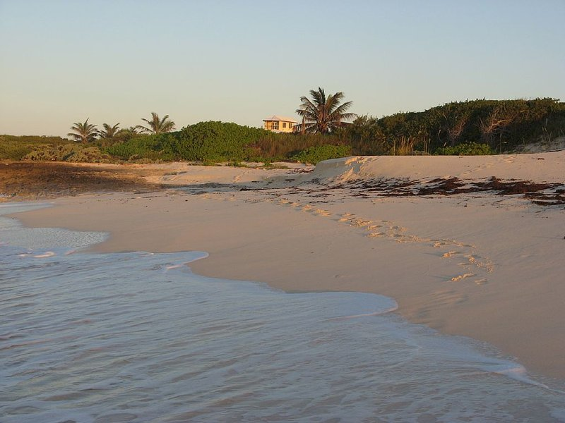 Oceanfront home 25 minutes from Marsh Harbour (MHH), Abaco Bahamas, casa vacanza a Isola di Grand'Abaco