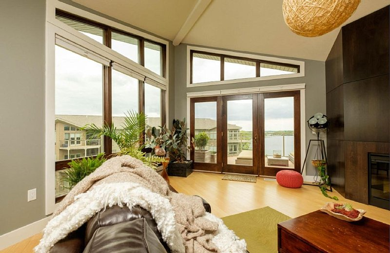 Beautiful Penthouse Condo at Bridges Bay, holiday rental in Spirit Lake