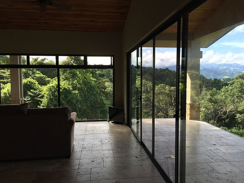 On Lake Arenal - Near La Fortuna -  New Construction In 2016, vacation rental in Nuevo Arenal