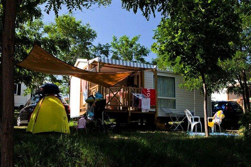 Ludo Camping Parc *** - Mobile-home 4 places Confort, location de vacances à Alba-la-Romaine