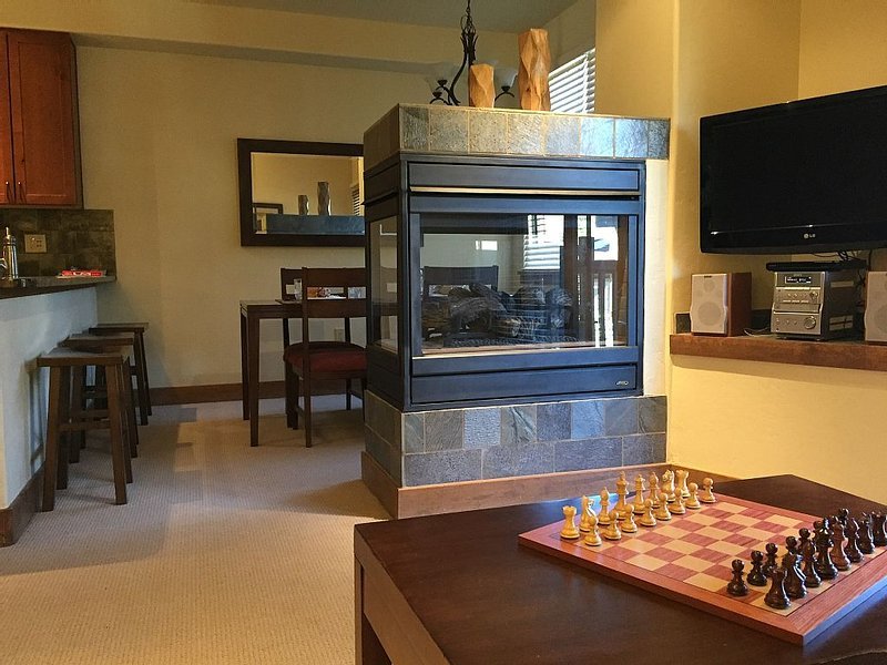 Copper Village: The Cache at Union Creek - Short Walk to Slopes, holiday rental in Frisco