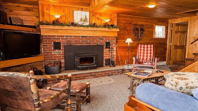 Cozy & Comfortable Year-Round LAKEFRONT Cottage on Lime Lake near Ellicottville, aluguéis de temporada em West Valley