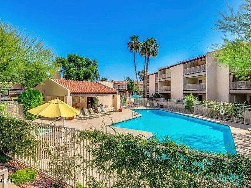LAKEFRONT-BEAUTIFUL, PEACEFUL VIEWS-HEATED POOl & JACUZZI, alquiler de vacaciones en Phoenix