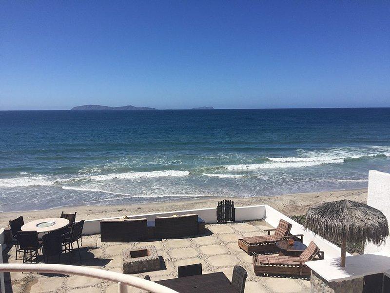 Henry's Beach House - Oceanfront Luxury Home Rosarito, aluguéis de temporada em Baja California Norte