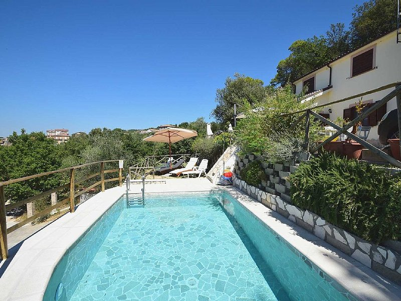 DOLCI COLLINE - Beautiful Villa with AMAZING view - 50 min from ROME, location de vacances à Poggiolo