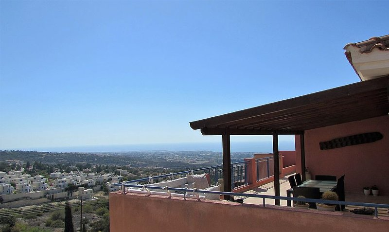 Penthouse auf Hilltop - Meerblick, Pool und Kostenloses WLAN – semesterbostad i Tsada