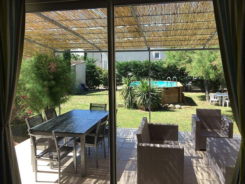 Villa au calme proche d'Avignon, holiday rental in Saint Saturnin les Avignon