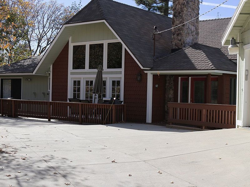 Beautiful Home. Incredible  Location, Great Reviews, Low Pricing, Tavern Bay, vacation rental in Lake Arrowhead