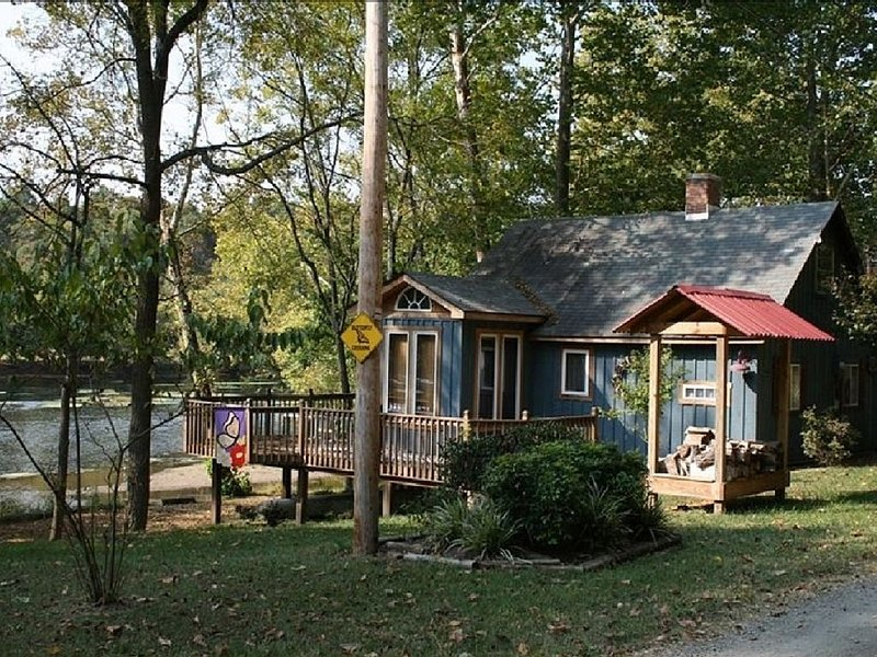 Waterfront Cabin On The New River - Near Virginia Tech & Radford University, location de vacances à Draper