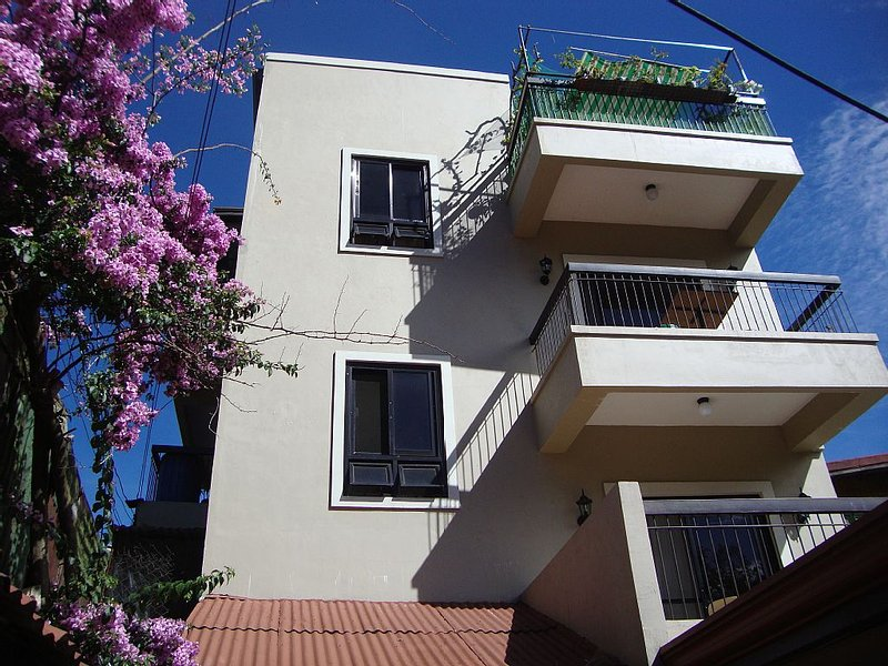 Clean New Baguio Staycation - 2BR/2Bth, residential area, 5 min to City Markets, alquiler vacacional en Benguet Province