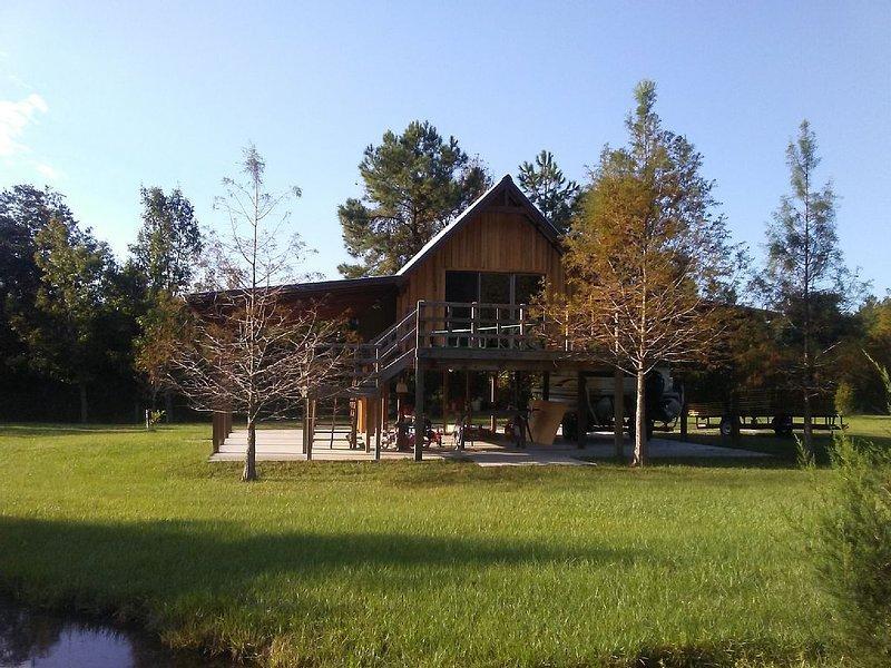 Cute Little Cabin in Waynesville, casa vacanza a Nahunta