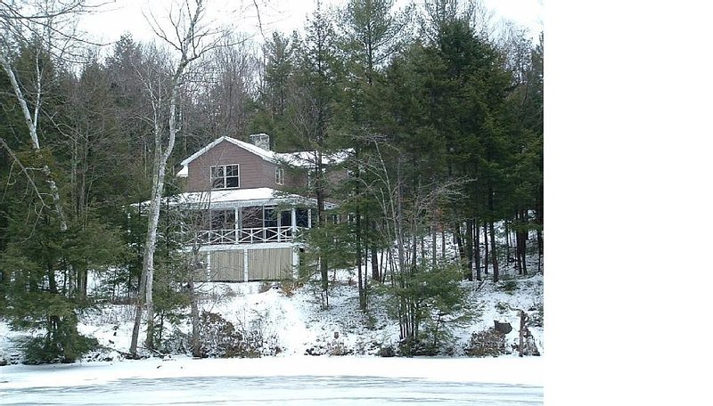Comfortable Cabin On Pond Near Ski Areas Sunapee And Ragged, Golf 5 minutes away, holiday rental in Henniker