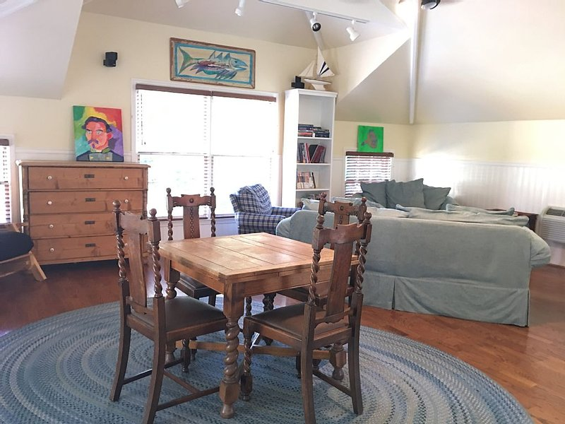 Carriage House in Historic Druid Hills walking distance to EMORY,Emory Village, holiday rental in Clarkston