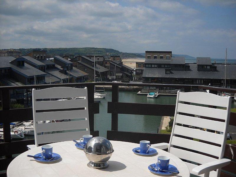Spacieux Triplex Terrasse Deauville 80M2 Port Marina Vue Mer/ Plage 5Min à Pieds – semesterbostad i Deauville City