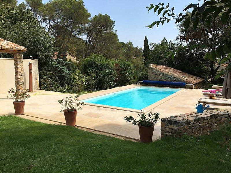 mazet  entier  en garrigue avec piscine et jardin arboré, holiday rental in Nimes