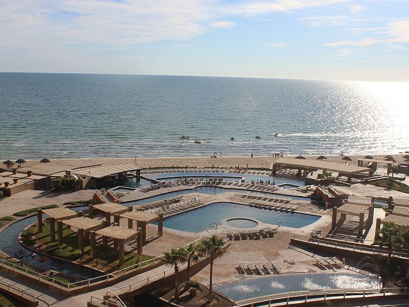 Beautiful Luxury 2bed/2bath Oceanview Condo in Phase II of Las Palomas-RENOVATED, casa vacanza a Puerto Penasco