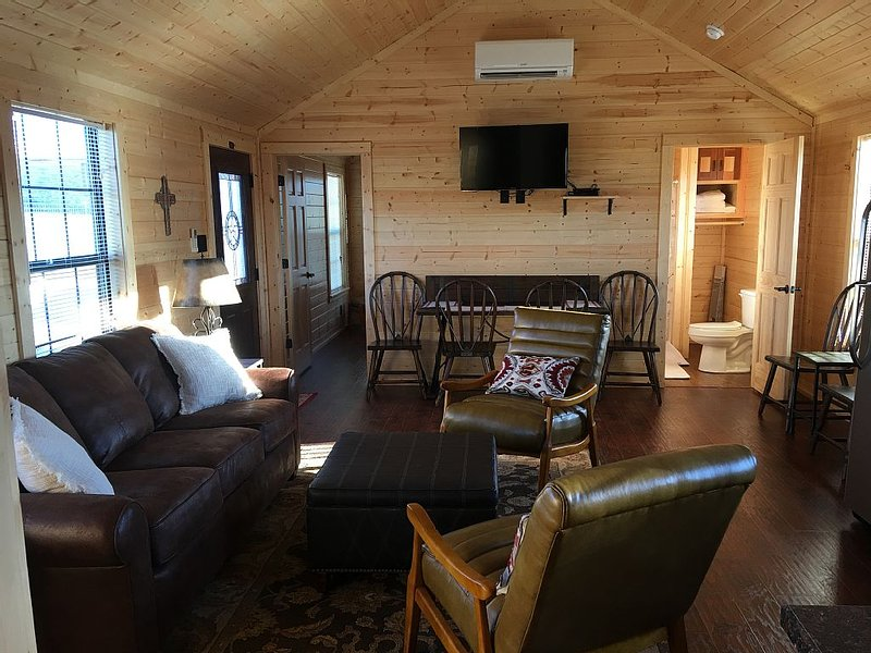 Crooked Creek Ranch Cabin 5, holiday rental in Hico