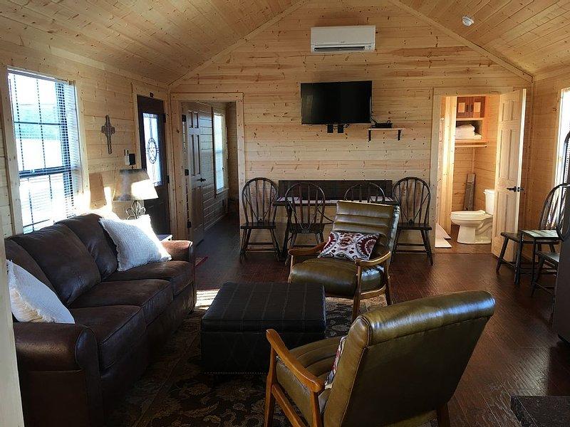 Crooked Creek Ranch Cabin 5, holiday rental in Hamilton