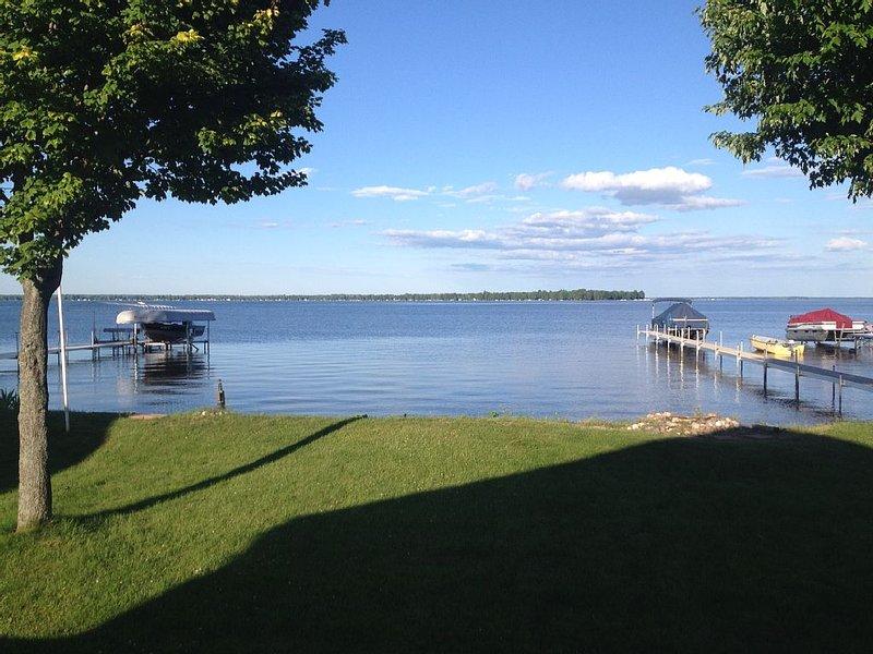 Lakefront getaway at Michigan's largest inland lake., aluguéis de temporada em Higgins Lake