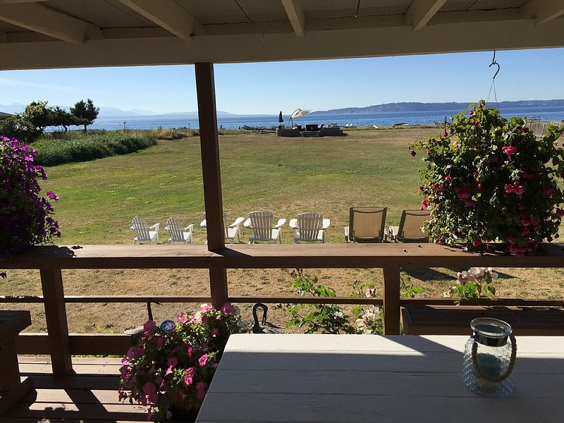 Beach cottage on fabulous Maxwelton Beach, Whidbey Island, WA., holiday rental in Hansville