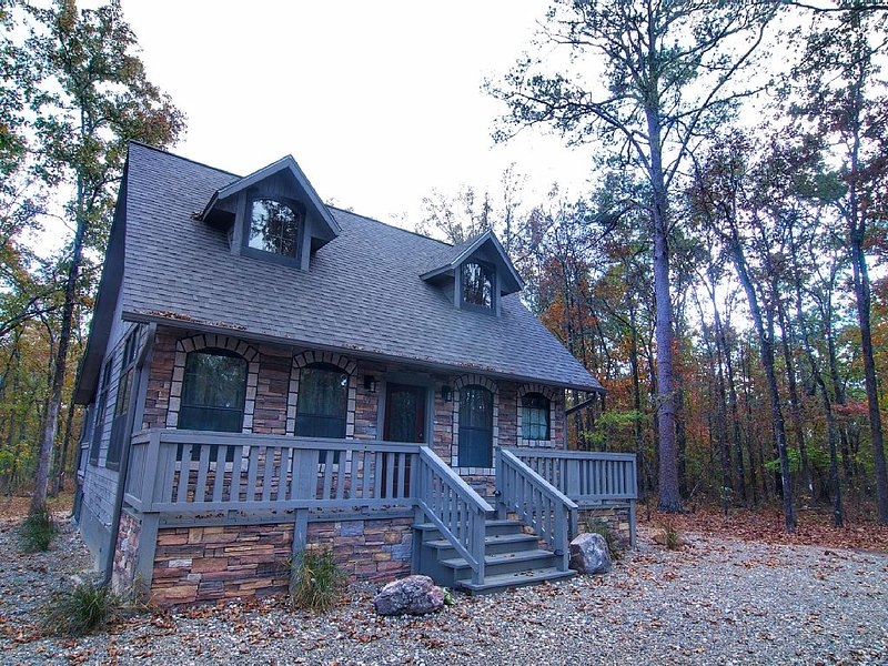 Brand New Honeymoon and Couples Cabin, vacation rental in Broken Bow