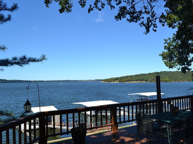 Beautiful Lake home with boat slip on Drowning Creek - DISCOUNTS FOR 7 + NIGHTS!, aluguéis de temporada em Spavinaw