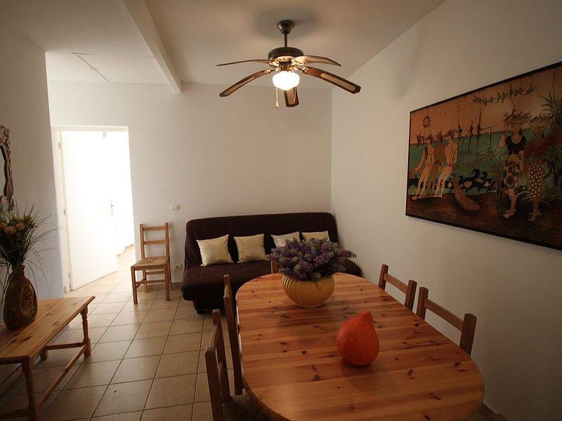 Hélios2  4/6pers -2 chambres - plage 5 mn à pied, piscine chauffée 28 degrés, location de vacances à Cargese