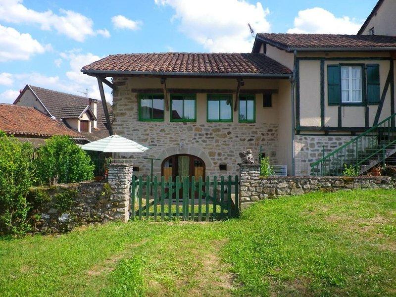 maison pierres XIXe rénovée tout confort sur Chemin de ST JACQUES, vacation rental in Livinhac-le-Haut