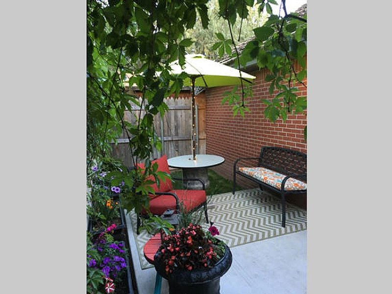 The Park at Wolflin  WASHER & DRYER, WIFI & CABLE, holiday rental in Amarillo