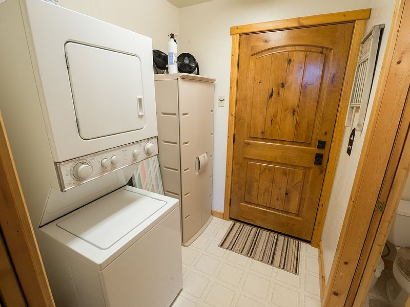 Laundry Room -Hanging Rock Cabin