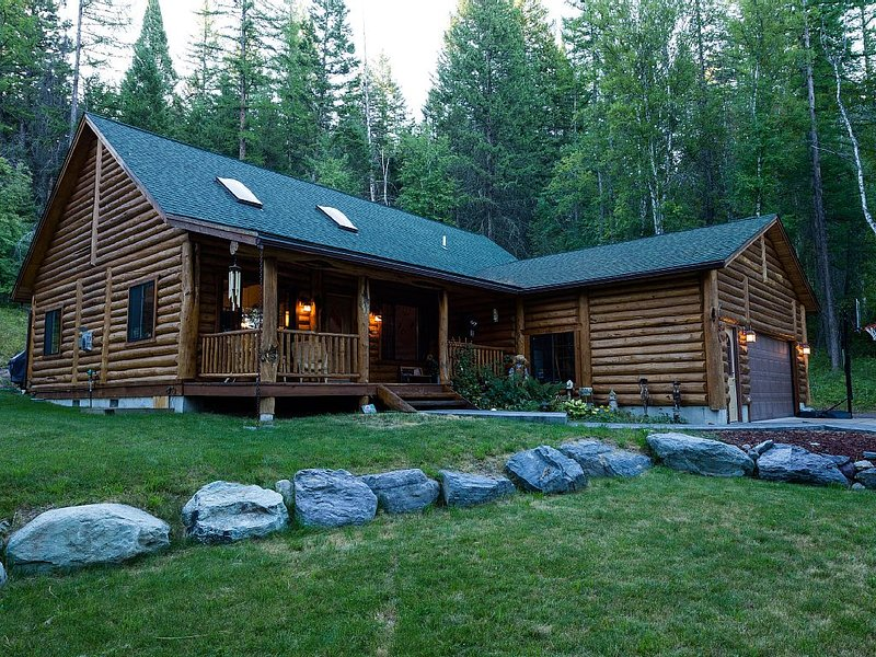 Montana Escape Vacation Home, holiday rental in Woods Bay