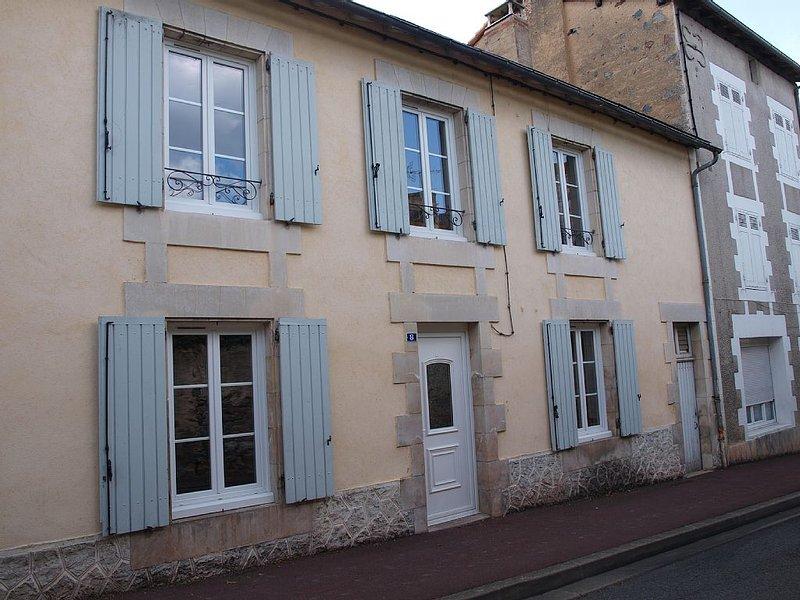 MAISON DE VILLE TOUT CONFORT, holiday rental in Payroux