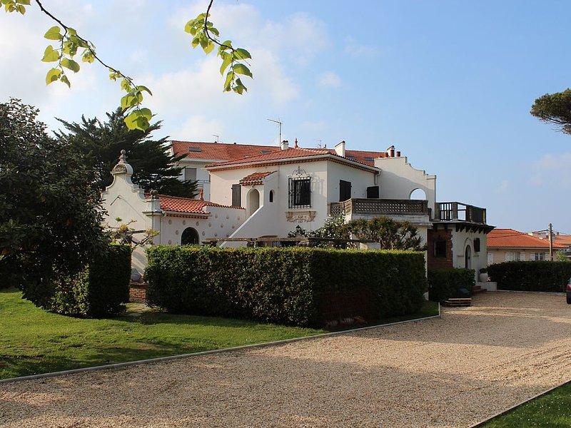 Grande villa familiale avec piscine dans parc arboré en plein coeur de BIARRITZ, vacation rental in Biarritz