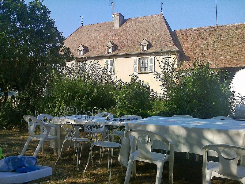 Belle demeure familiale, vacation rental in Saint-Igny-de-Vers